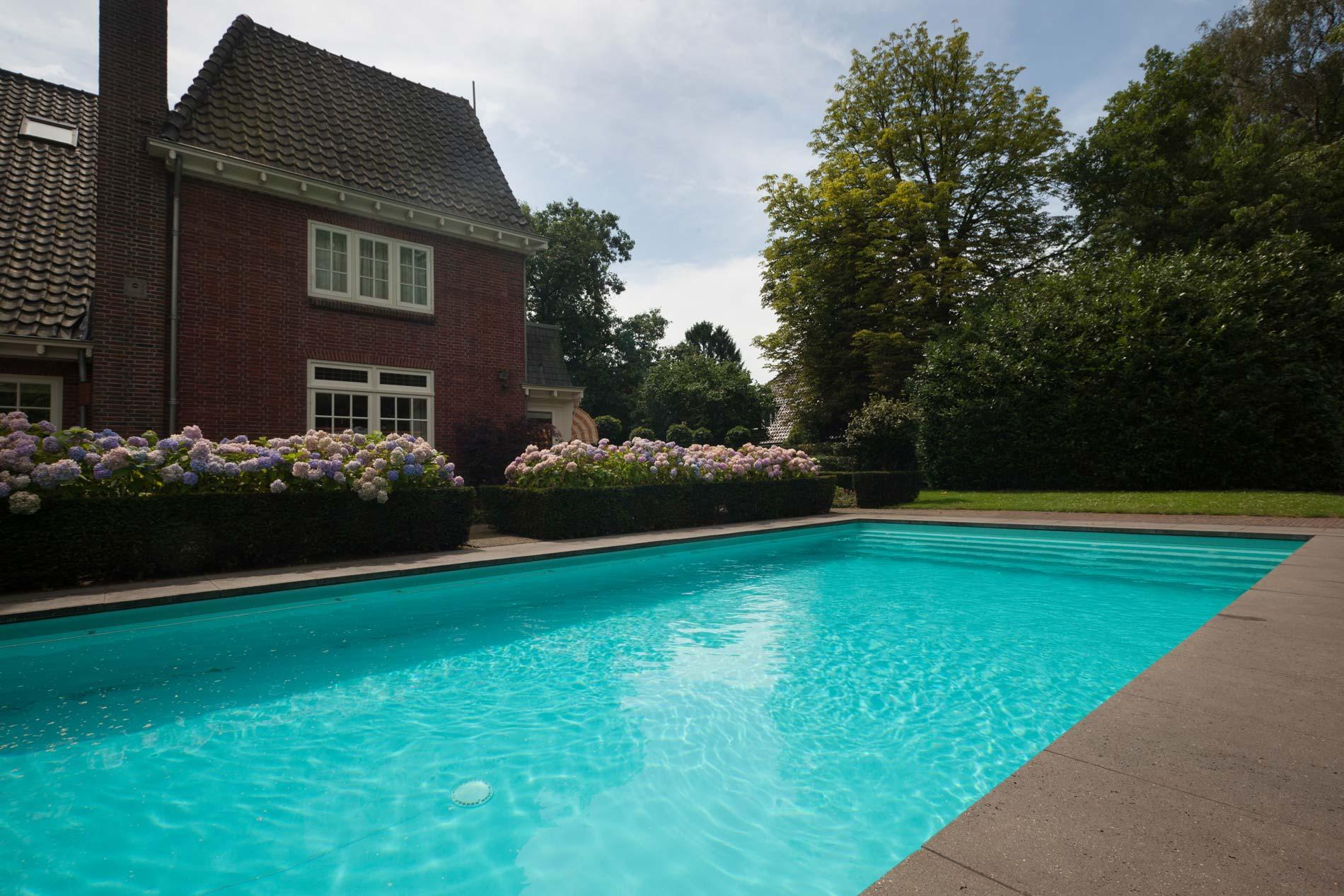 Zwembad tuinen van heart for gardens ontwerp aanleg en for Eigen zwembad in de tuin